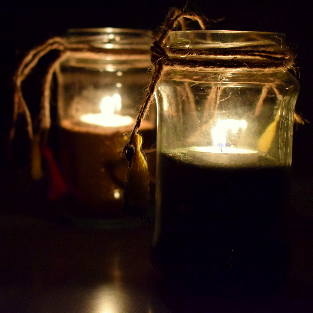 DIY: Jam bottle Lantern with Glittery Sand