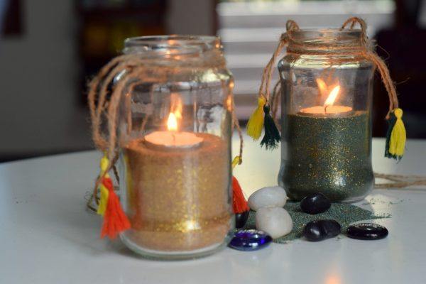 DIY Jambottle lantern filled with colored sand